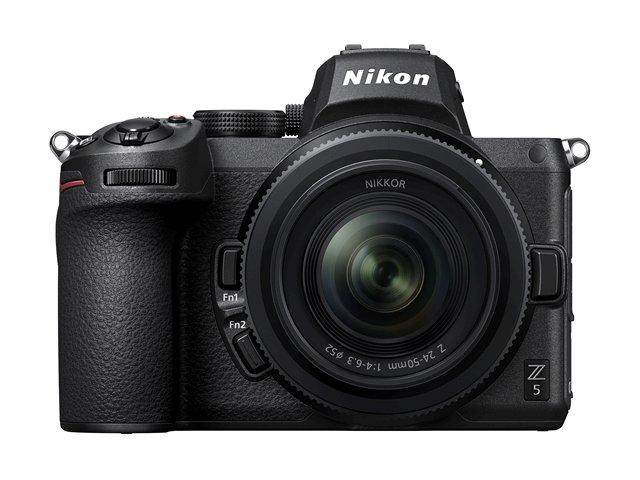 """Nikon anuncio la nueva Z5, una cámara mirrorless Full Frame """"nivel de entrada"""" que utiliza la montura Z, en muchos aspectos podríamos decir que la Z5 es la hermana menor de la Z6, copiando la mayoría de sus características como son el IBIS, sistema de auto enfoque y el diseño general de la misma."""
